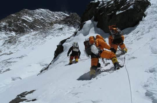 جستجو برای نجات کوهنوردان ایرانی بی نتیجه متوقف شد!