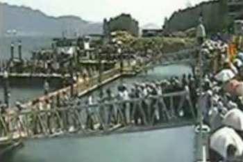 فیلم فرو ریختن پل در چین / ۱۰ نفر مصدوم شدند
