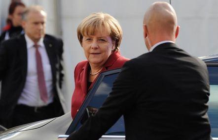 مرکل :جاسوسیهای آمریکا لطمه به اعتماد برلین واشنگتن