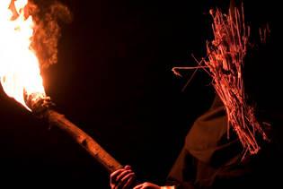 اعدام قاتلی که مقتول را در دره ای تاریک سوزاند