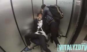 کلیپ دوربین مخفی در آسانسور