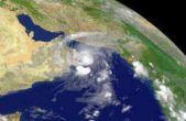 باد شدید و گرد و غبار در کشور / افزایش دمای تهران