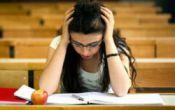 با استرس یا اضطراب زمان امتحان چه کنیم؟ / راه مقابله
