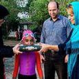 """رکورد زنی شنای آسیا؛ """"ساینا آتشین"""" دختر بچه ۱۰ ساله"""
