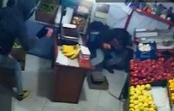 فیلم / لحظه اسید پاشی در یک مغازه واقع در یافت آباد تهران